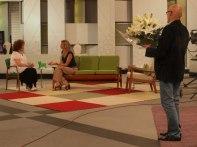 Carlos Gª-Calvo a punto de sorprender a Sara Montiel en 'Ahora Marta'
