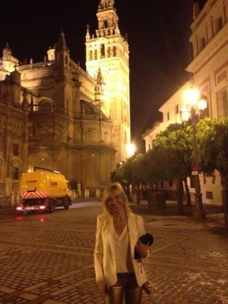 En Sevilla, con el premio Fernando Lara de novela.